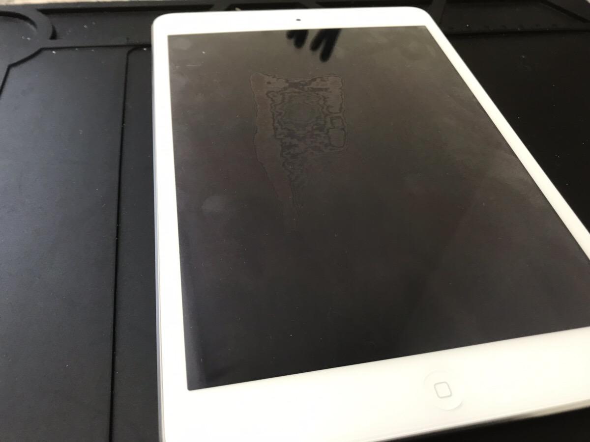 液晶にシミが出ているiPad mini2