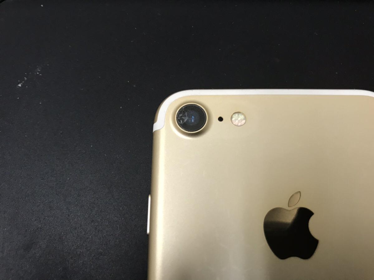 カメラレンズが割れたiPhone7