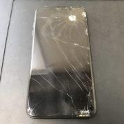 修理前のiPhoneXSMax