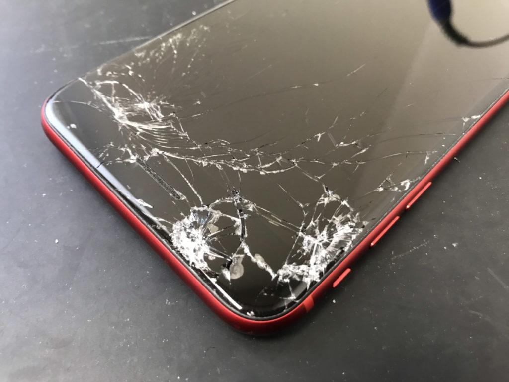 修理前のiPhone8Plus