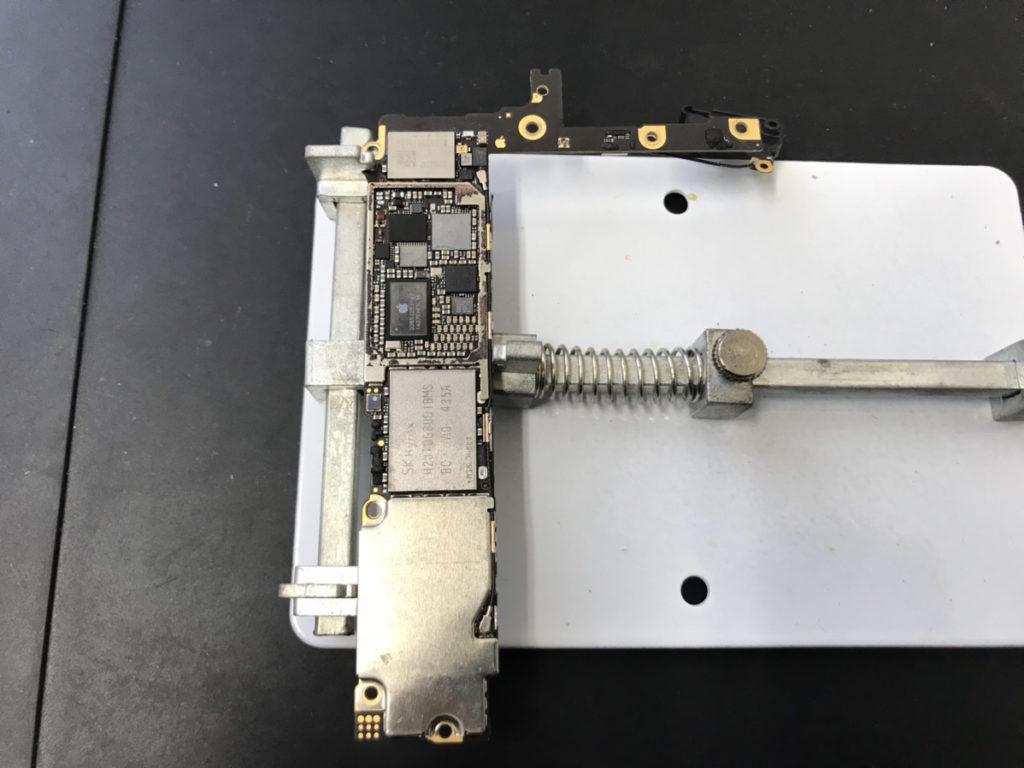 修理中のiPhone6Plus