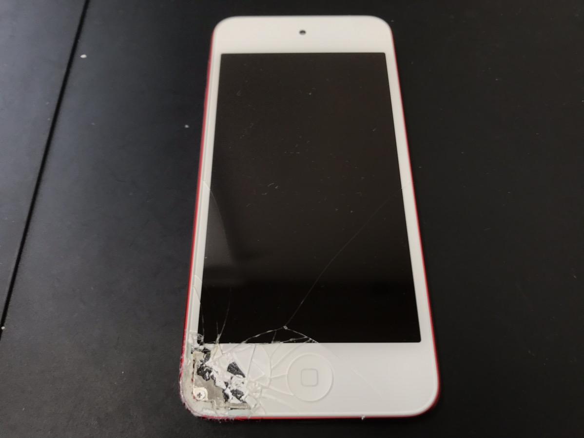 修理前のiPod Touch7