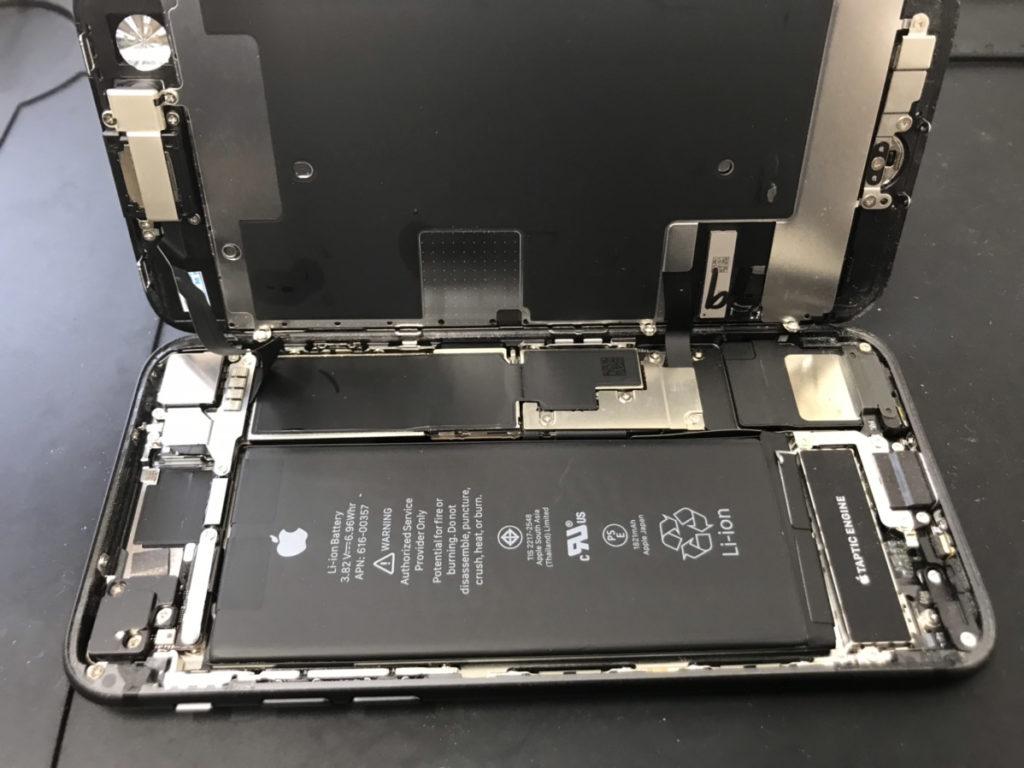 分解時のiPhone8