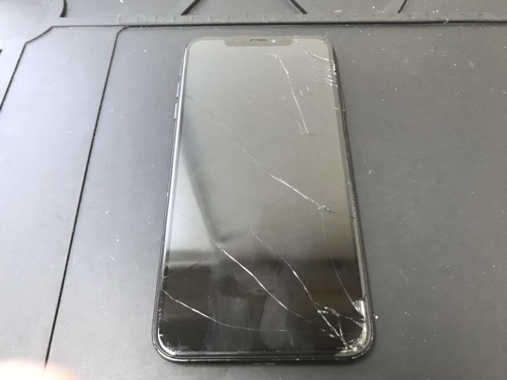 画面交換前のiPhoneXSMax