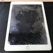 修理前のiPad第7世代