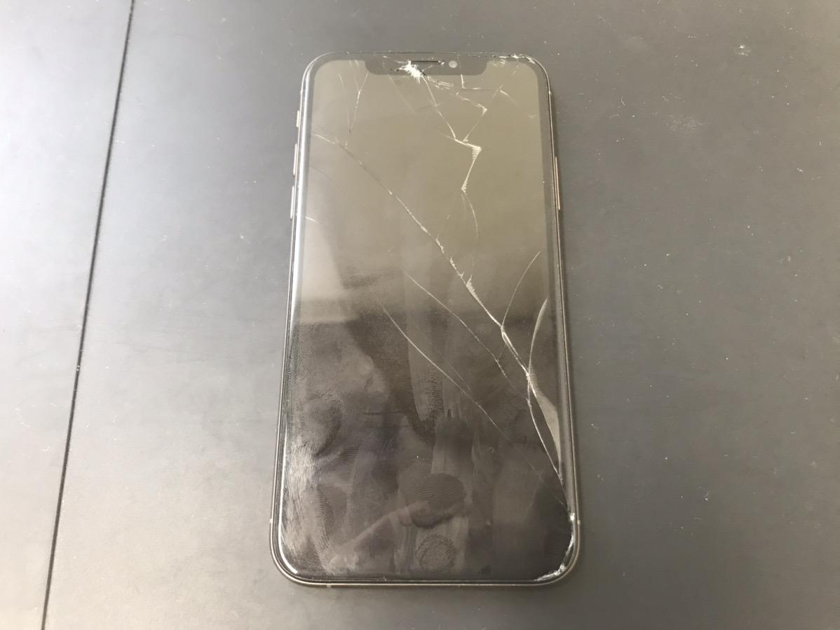画面修理前のiPhoneXS
