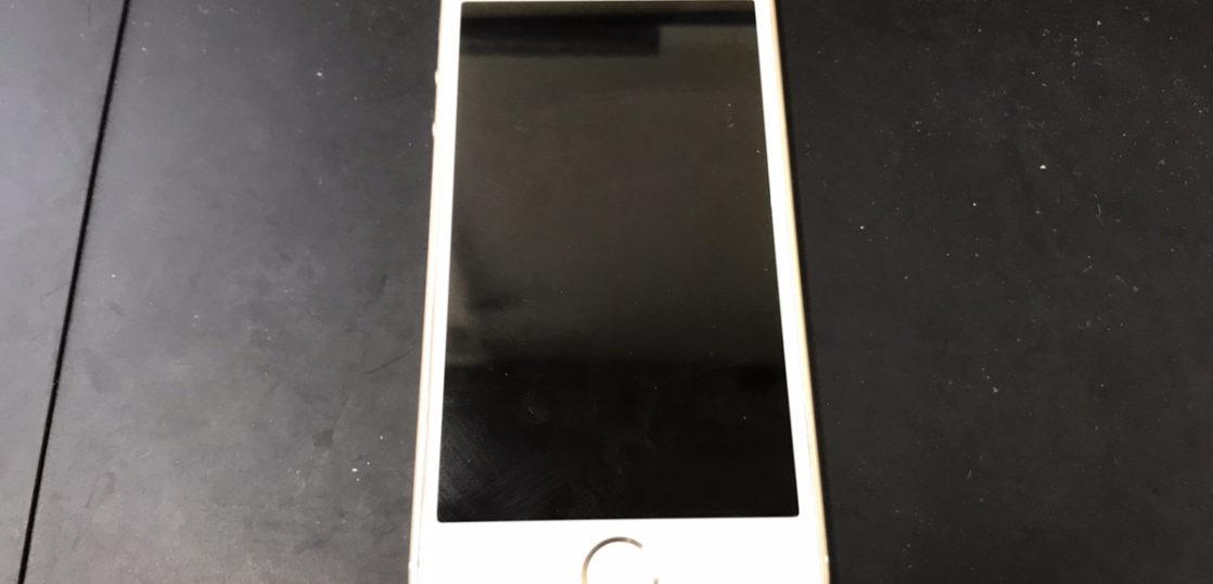 液晶修理前のiPhoneSE