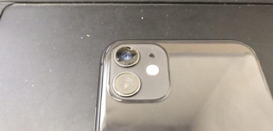 カメラレンズが割れたiPhone11