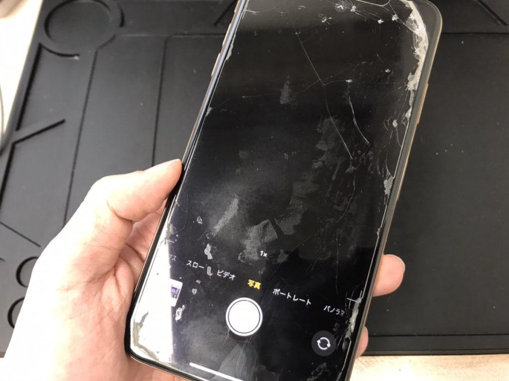 カメラ修理前のiPhoneXSMax