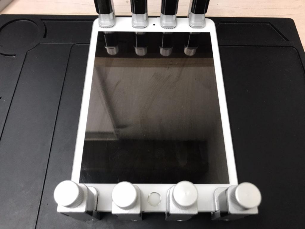 圧着作業中のiPad mini5